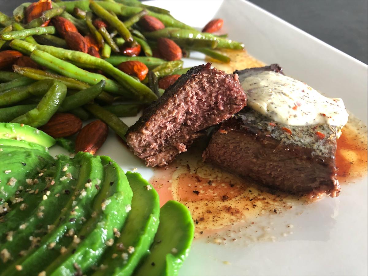 Šťavnatý steak so zelenou fazuľkou