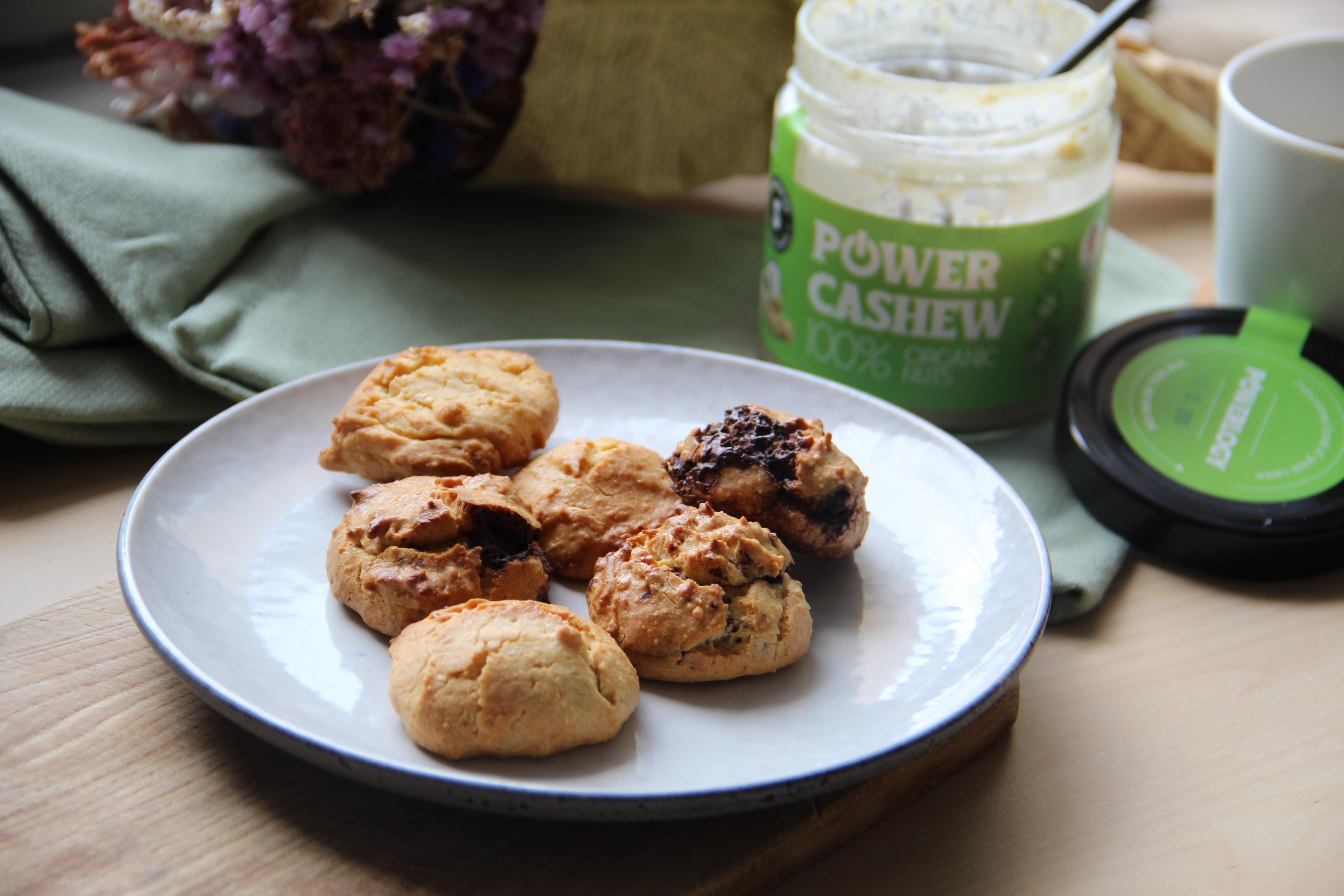 Jednoduché cookies bez cukru z orechového masla