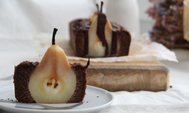 Hruškový koláč bez cukru s čokoládou a škoricou